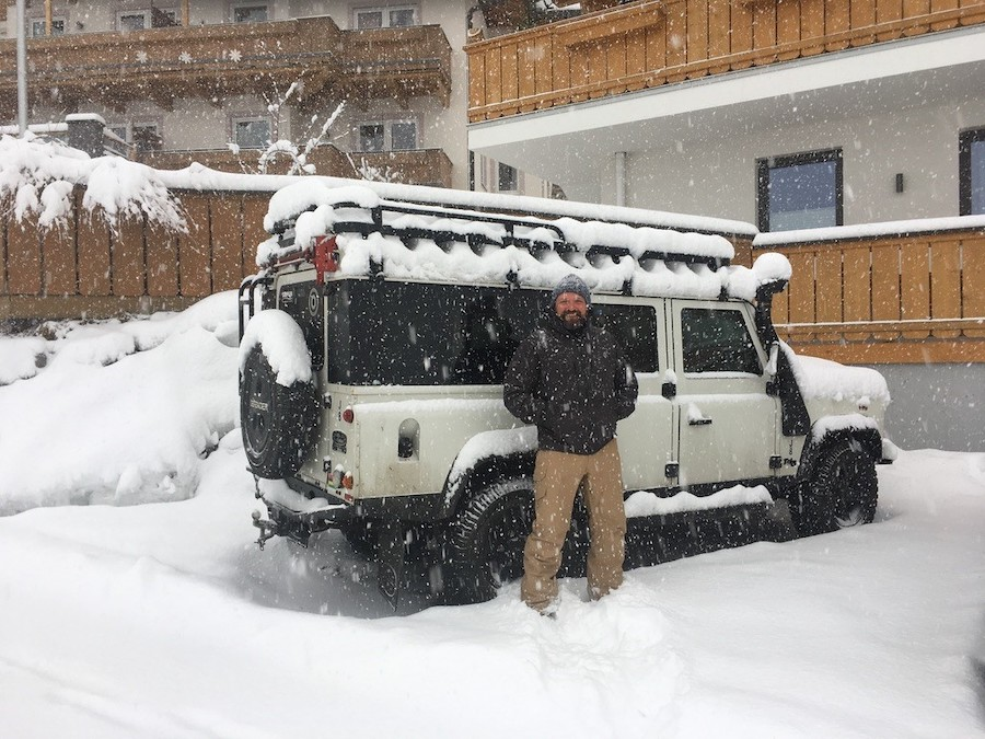 Defender 4x4 in the snow